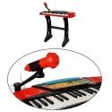 Piano avec micro enfant